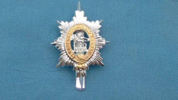 The Worcestershire Regiment cap badge.