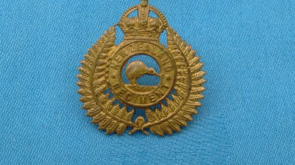 1st Battalion New Zealand Regiment cap badge.