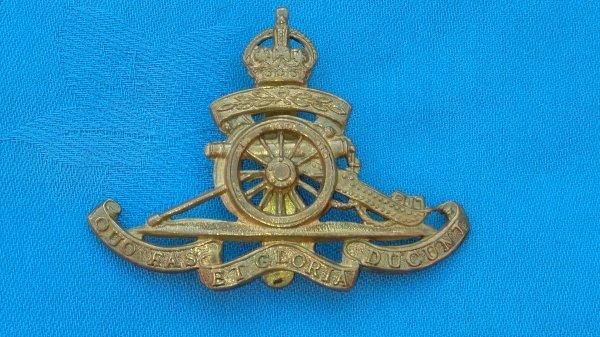 The Royal Artillery Territorial Battalion cap badge.