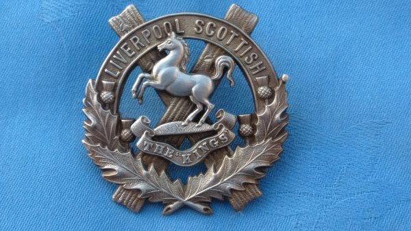 The 10th Battalion Kings Regiment cap badge.
