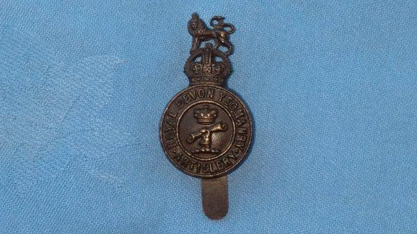 The Royal Devon Artillery Yeomanry cap badge.