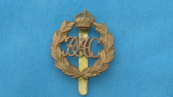 The Royal Armoured Corp cap badge.