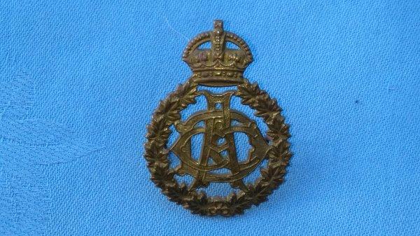 The Canadian Dental Corp cap badge.