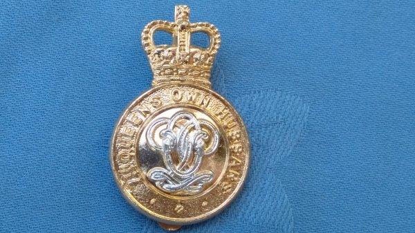 The Queens own Hussars cap badge.