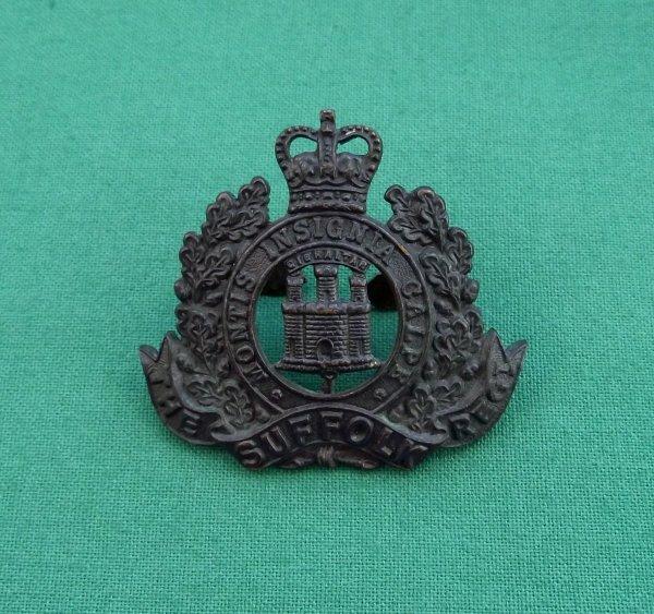 Scarce QC Suffolk Regiment OSD Cap badge