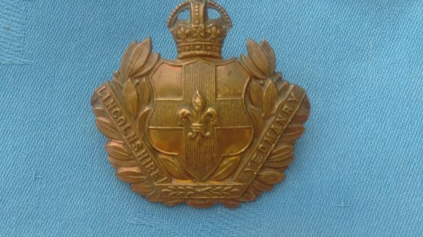 The Lincolnshire Yeomanry cap badge.