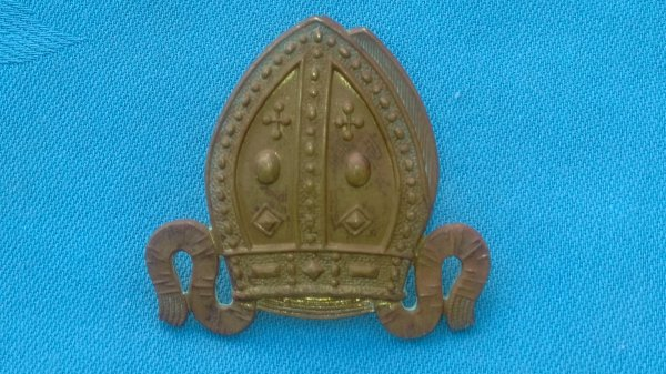 The Chigwell School Officers Training Corp cap badge.