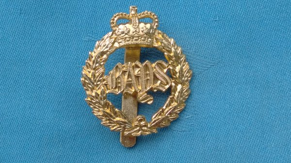 The 2nd Dragoon Guards (Queens Bays ) cap badge.