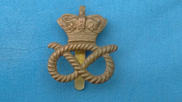 The Staffordshire Yeomanry cap badge.
