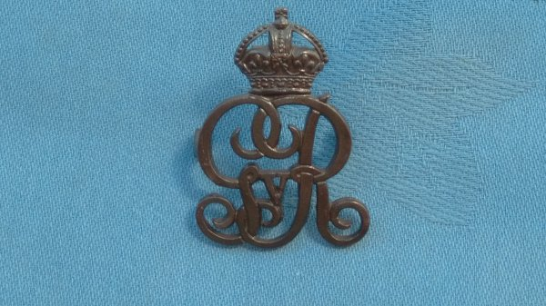 The Norfolk Yeomanry Officers cap badge.