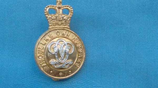 The 7th Queens own Hussars cap badge.