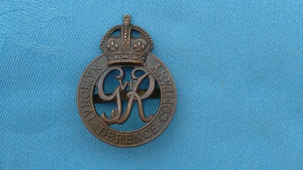 The National Defence OSD CAP BADGE.