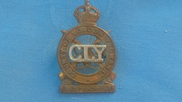 The 3rd County of London ( Sharpshooters ) cap badge.
