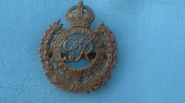 The Royal Engineers ( George V1 ) cap badge.