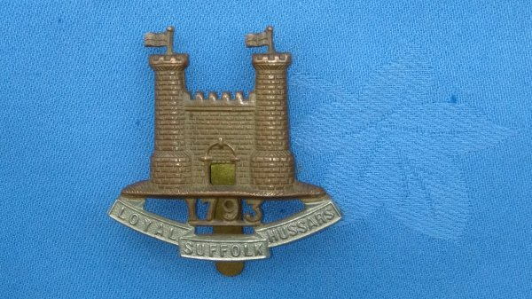 The Loyal Suffolk Hussars Yeomanry cap badge.
