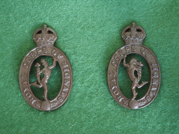 Royal Signals first pattern bronze collar badges