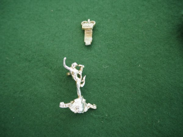 R Signals first pattern anodised cap badge