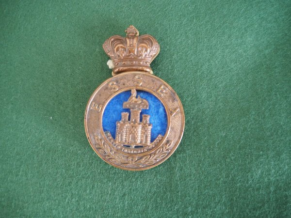 Essex Regiment three part glengarry badge