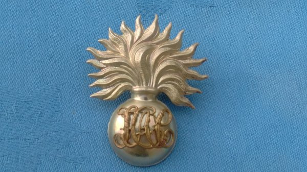 The Honourable Artillery Company Sergeants cap badge.