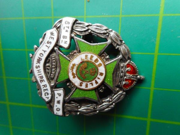 Hallmarked Silver/Enamel 1915 8th Batt Leeds Rifles Sweetheart Brooch