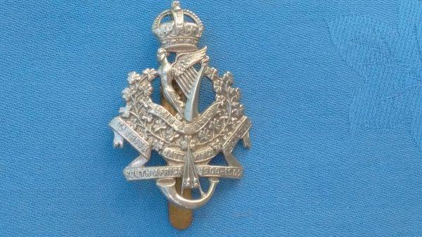 The 8th  ( Irish ) Battalion Kings Regiment cap badge.
