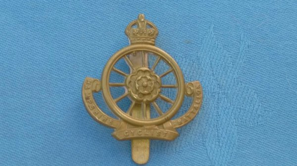 WW1.The 9th Battalion ( Cyclist ) Hampshire Regiment cap badge.