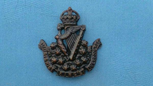 The 8th ( Irish Battalion ) Kings Liverpool Regiment cap badge.