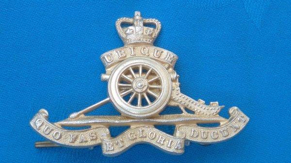 The Royal Artillery Officers cap badge.