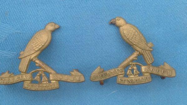 The 4th Waikato Mounted Rifles collar badges.