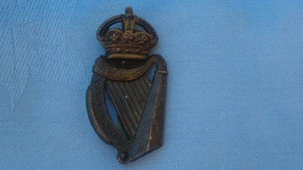 The 18th Battalion ( London Irish ) London Regiment cap badge.