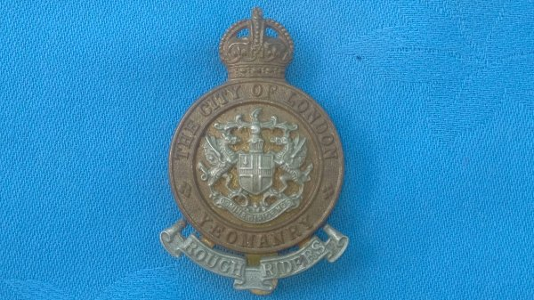 The City of London Yeomanry ( Rough Riders ) cap badge.