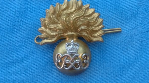 The Grenadier Guards SNCs cap badge.