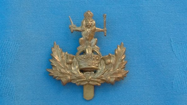 The Queens own Royal Glasgow Yeomanry cap badge.