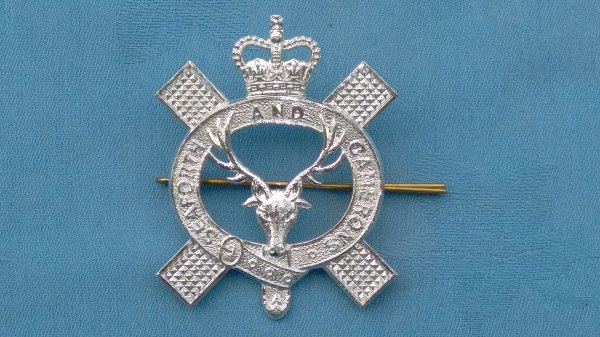 The Queens own Highlanders ( Seaforth&Camerons ) pipers glengarry badge.