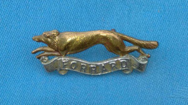 The East Riding of Yorkshire Yeomanry cap badge.
