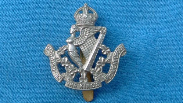 The 8th Battalion ( Irish ) Kings Liverpool Regiment cap badge.