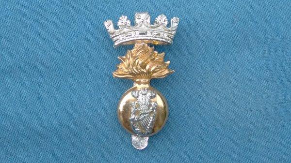 The Royal Irish Fusiliers cap badge.