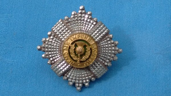 The Scots Guards Officers cap badge.