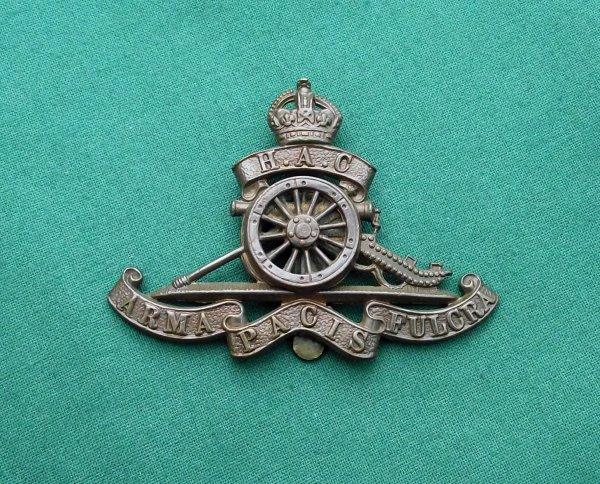 Honorable Artillery Company Applied Wheel Pattern cap badge