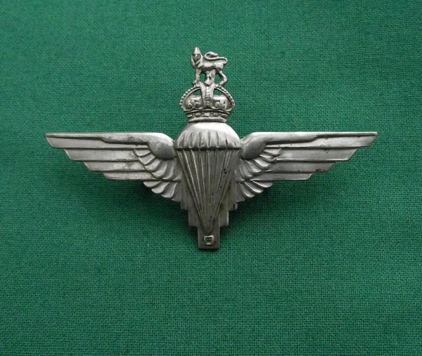 Genuine Early WW2 parachute regiment Voided Crown cap badge