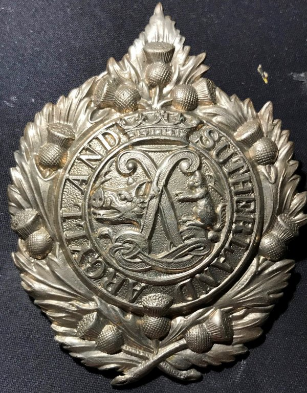 Argyll & Sutherland Cap Badge. Unvoided. Cats Tail Up