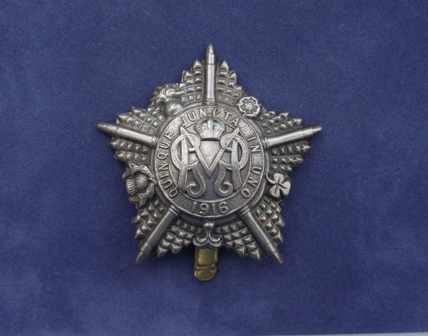 WW1 Guards Machine Gun Battalion Cap Badge